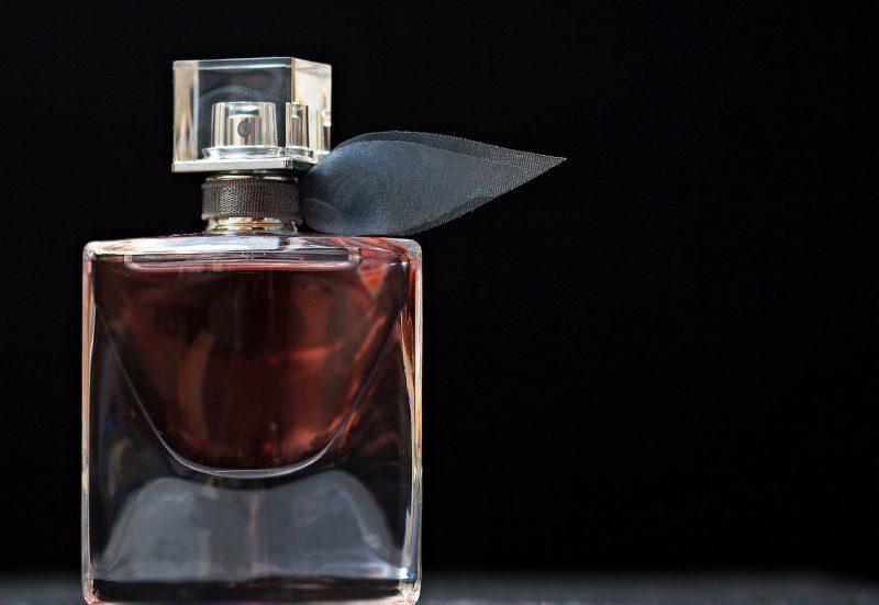 Perfumy dla kobiet – jakie zapachy nigdy nie wyjdą z mody?